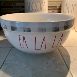 ⛄️ Fa La La  Rae Dunn mixing bowl ⛄️